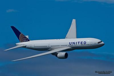 SAN FRANCISCO, CA - OCTOBER 5:  United Airlines Boeing 777 (N212UA) demonstration during Fleet Week in San Francisco, CA on October 5, 2012.